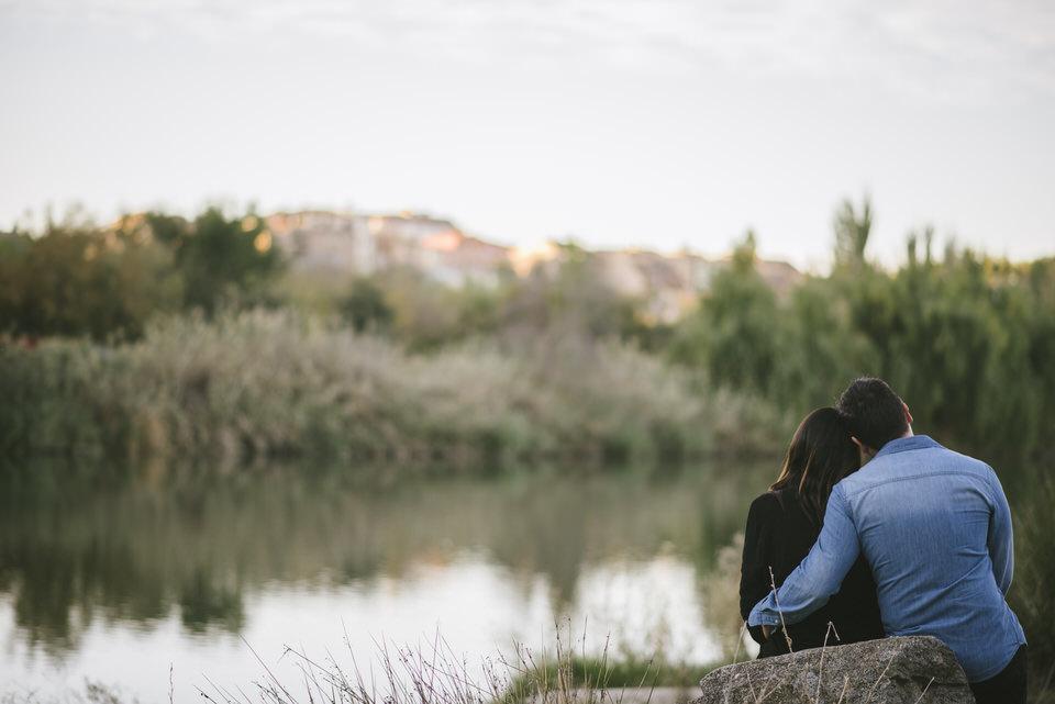 preboda tania y alberto en toledo fotografia pareja amor novios naturaleza perro mascota río tajo fotógrafa milena martinezpreboda tania y alberto en toledo fotografia pareja amor novios naturaleza perro mascota río tajo fotógrafa milena martinez
